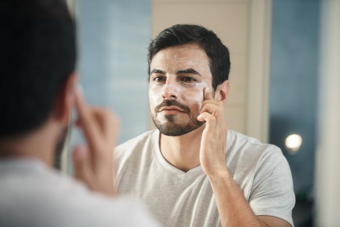 化粧水を必要とする男性